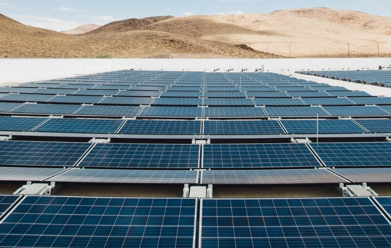 Solárne panely na streche Gigafactory