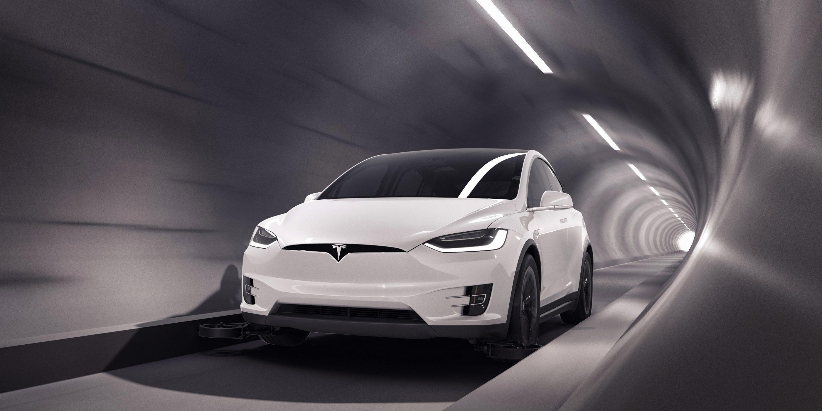 Tesla Model X na podzemnej diaľnici