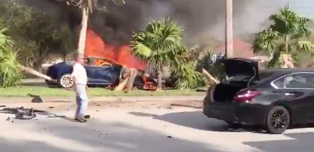 Tesla v plameňoch