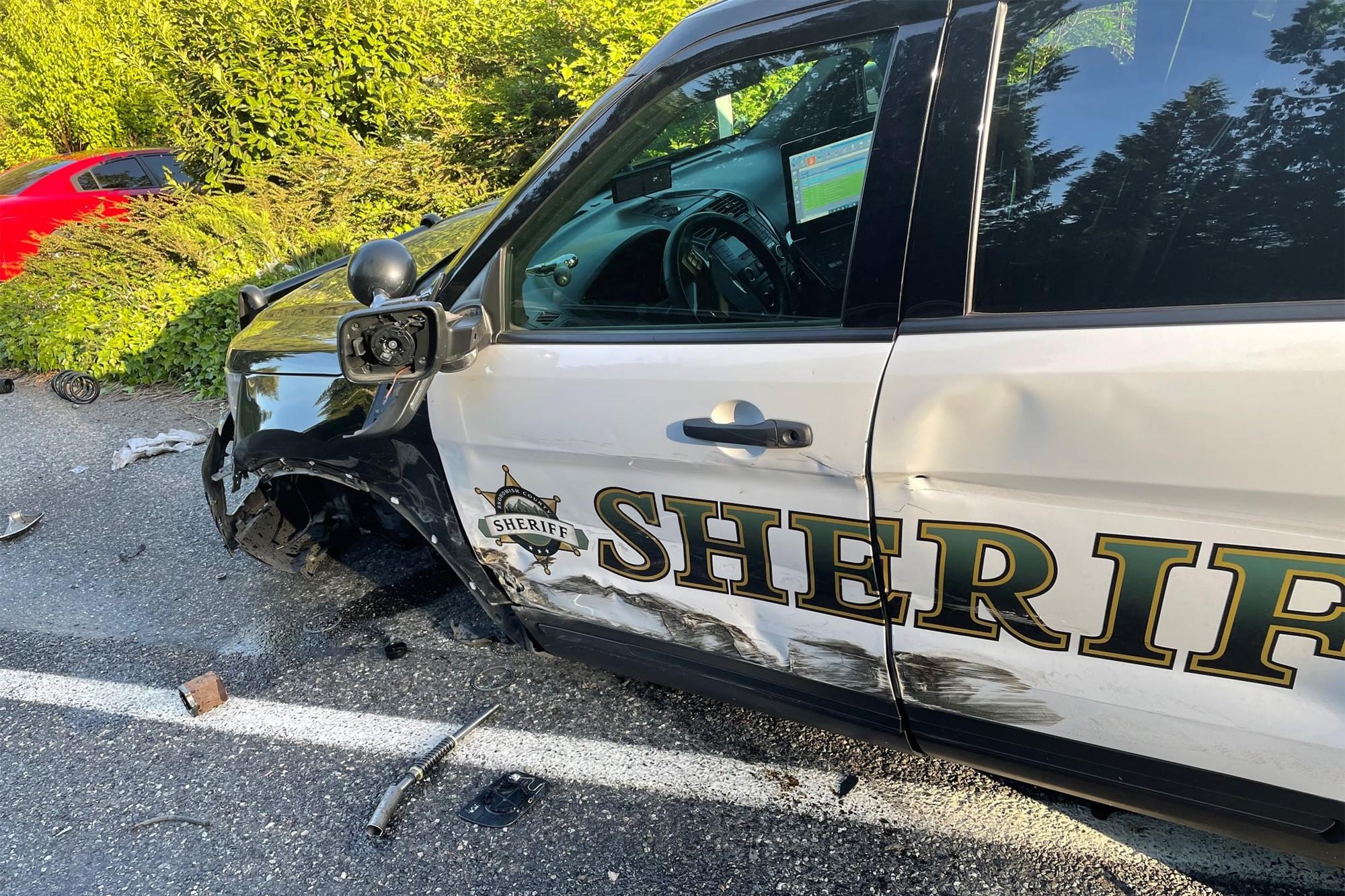 Autopilot sa nevyhol zrážke s policajným vozidlom.