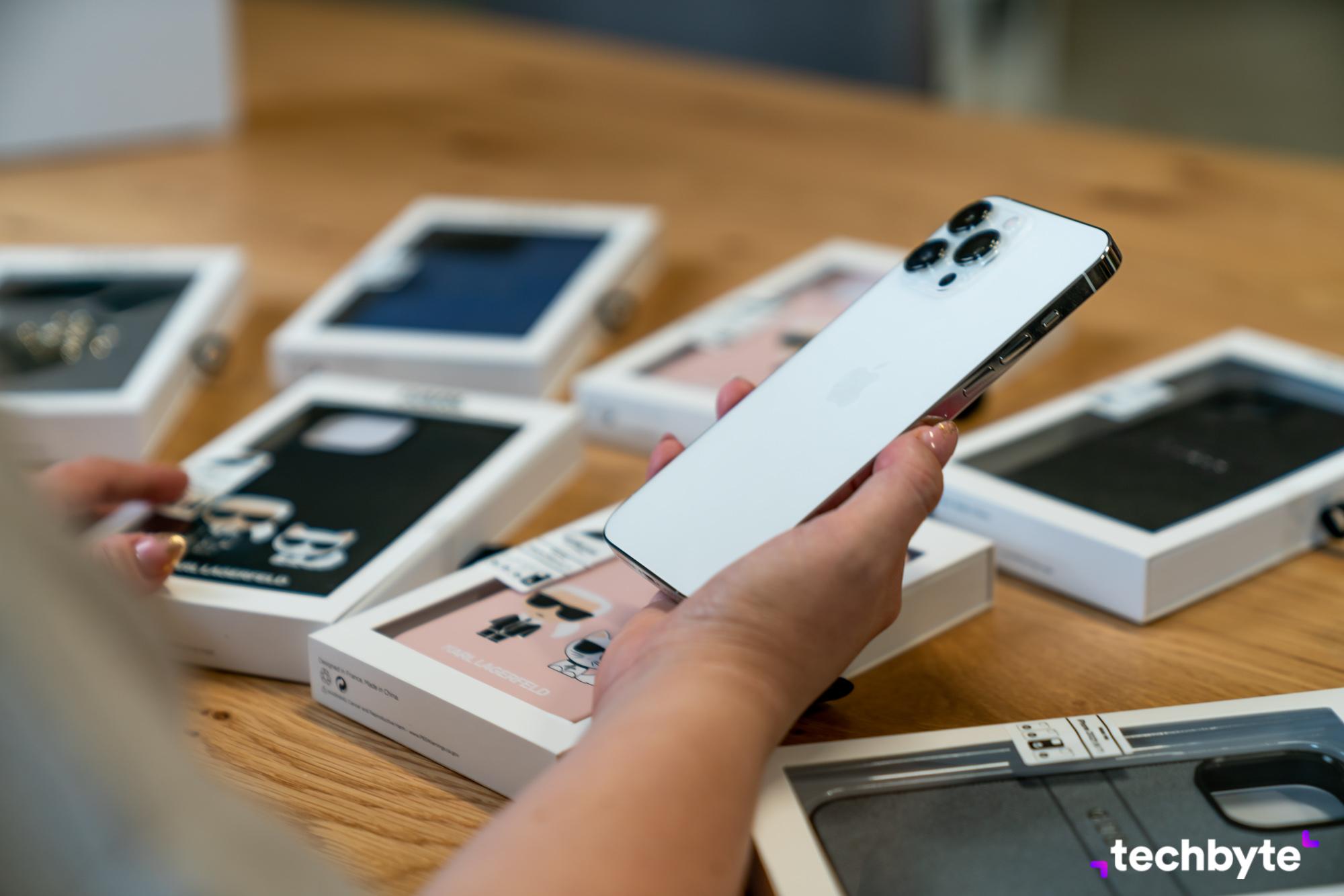 Ochranný kryt iPhone 13